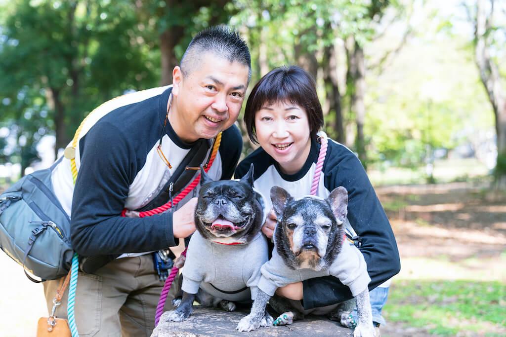 フレンチブルドッグと家族
